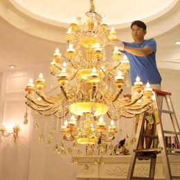Larga escalera Gran araña LED Luz cristalina Moderna Moda Sala de estar Comedor Complejo Escaleras Iluminación arañas de oro desde fabricantes