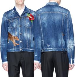 guarnição floral do applique Desconto Homem Leopard Bordado Denim Jacket Com Floral Applique Afligido Desaparecendo Estilo Curto Aptidão Calça Jeans Outerwear