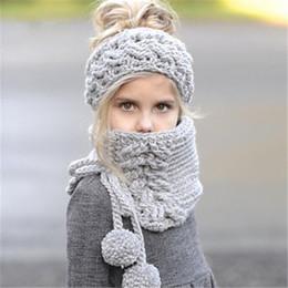 Ponchos de punto para niños online-Niños bufandas de punto conjunto niños cálidos hechos a mano de invierno gorros sombreros niñas lindo color sólido mantón poncho conjunto de cabos