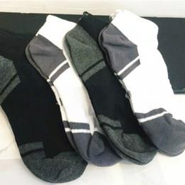 Тапочки на лодыжке онлайн-Лето UA мужчины экипаж лодыжки носки low Cut короткие спортивные носки Марка мода Low-cut лайнер бег йога скейтборд носок тапочки чулки горячие
