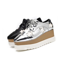 Mismos zapatos online-Zapatos de marca de mujer caliente plataforma de cuero con suela gruesa zapatos casuales estrella femenina mismo estilo pisos zapatos de diseñador para las mujeres