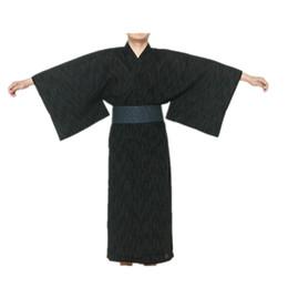 Argentina 2017 Hombre Fresco Japonés Tradicional Kimono de los hombres de algodón Robe Yukata hombres Robo de baño Kimono ropa de dormir con cinturón 62503 cheap yukata men Suministro