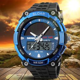 Reloj de cuarzo de energía solar online-Reloj solar Reloj de cuarzo deportivo de tiempo dual Relojes de hombre Reloj de pulsera digital con LED para hombre Reloj solar para hombres Reloj solar