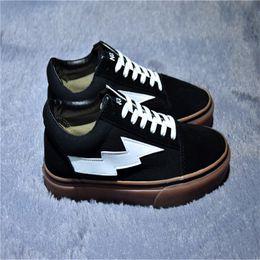 2018 Glow In The Dark Vieux Skool Chaussures De Course Femmes Hommes Designer Haut Haut En Caoutchouc Bas Casual Toile De Luxe Runnig Sneakers 39-44 ? partir de fabricateur