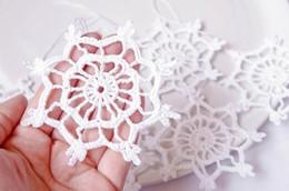 Ornamenti di natale a crochet fatti a mano online-Handmade Snowflake Crochet Christmas hanging decorations Crochet snowflakes Hanging Christmas ornaments Fiocchi di neve festosa
