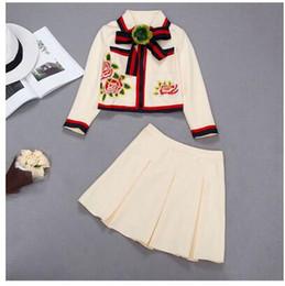 Vestido de flores de outono on-line-Outono novo arco das mulheres bordados flores casaco de manga longa e saia curta plissada 2 peças twinset vestido terno S M L XL XXL