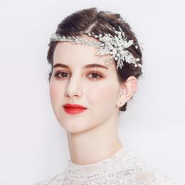 Nouvelle bande de cheveux de mariée en alliage d'argent à la main Imitation perle strass fleur bandeau usine de chapellerie de mariage direct ? partir de fabricateur