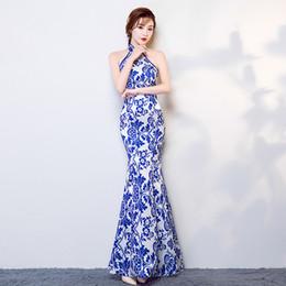Robes de soirée blanches chinoises en Ligne-Nouvelle queue de poisson Halter bleu et blanc Porcelaine cheongsam femmes longue robe de soirée orientale robe Vestido chinois moderne Qipao