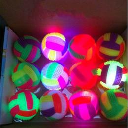 Вел упругий шарик онлайн-Хэллоуин Рождество мигает колючий мяч эластичный светодиодный свет волейбол массаж световой свисток колючие шары детские игрушки пользу партии 1 57yn bb