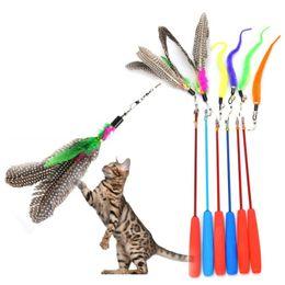 Typen steckt online-Bunte Feder Tease Cat Stick Durable Hohe Elastische Kraft Katzen Spielen Spielzeug Geschmacklos Angelrute Typ Interaktive Sticks Neue 4 5lj B