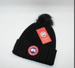 Marque de luxe d'hiver CANADA hommes bonnet designer de mode Bonnet femmes Casual à tricoter hip hop Gorros pom-pom casquettes de crâne boule de cheveux en plein air chapeaux ? partir de fabricateur