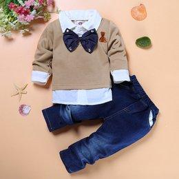 Pajarita jeans online-Juegos de ropa para niños Caballeros pajarita Fake camisa de dos piezas + Jeans guapo 2 piezas ropa de niños Boutique de alta calidad niños traje de niño