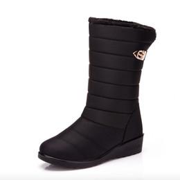 2019 botas de becerro de piel de invierno Botas para mujer Moda Tela impermeable Mujeres Botas para la nieve de invierno Pisos transpirables Plataforma Warm Fur Mid-Calf botas de becerro de piel de invierno baratos