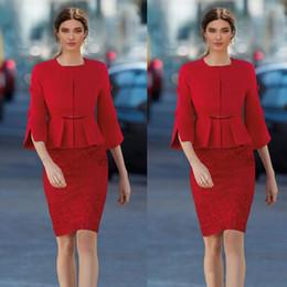 robes de soirée drapées au genou Promotion Gaine rouge courte mère de la mariée robes avec veste longueur genou dentelle formelle robe de soirée de bal robes de soirée robe de la mère