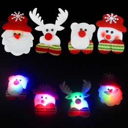 Haute Qualité LED Noël Broches Snow man Père Noël Elk Bear Pins Badge Light Up Broche De Noël Cadeau Parti décoration Enfants Jouet ? partir de fabricateur