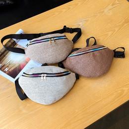 2019 cinto saco mulheres coreano moda Moda de Nova cintura Straw Bag Mulheres Fanny Bum Bag Men Feminino coreano Sólidos Zipper Weave bolsa de viagem Belt Lady Chest Bags cinto saco mulheres coreano moda barato