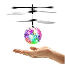 Игрушечные летающие вертолеты онлайн-Новый Flying Ball Вертолет RC Flying Ball Drone Вертолет Ball Встроенный Shinning СВЕТОДИОДНОЕ Освещение Летающие Игрушки для Детей