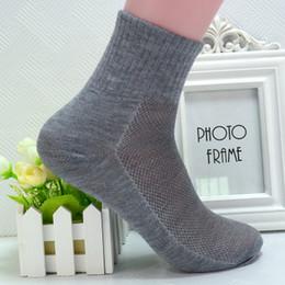 Modelos de calcetines de tobillo online-Tobillo Meias Modelo de explosión Calcetines deportivos con estilo Hombre Precio al por mayor Material de algodón Calcetines casuales Calidad de marca para hombres Tamaño libre