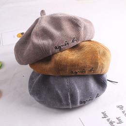 Cappelli berretti autunno per bambino e madre Cappelli berretto invernale donna  per donna Ricamo lettera cappelli ottagonale lana cappellini piatto femal  ... cab38c1c081b