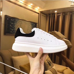 Туфли онлайн-2019 Designer Men Shoes Fashion Luxury Women Shoes Men's Leather Lace Up Platform Oversized Sole Sneakers White Black Casual Shoes With Box