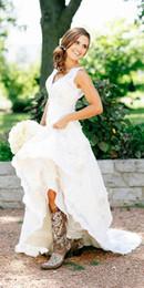 2019 botas hechas a medida 2019 nuevas botas de vaquera rústicas vestidos de novia de encaje Boho País Vestido de novia Con cuello en v Vestidos de boda bohemios por encargo vestidos de novia rebajas botas hechas a medida