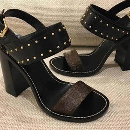 Wholesale Ladies New Style Sandal - 2018 New fashion products Lady's Leather Sandals New European classic luxury style ladies leather sandals, leather, leather and ribbon decor