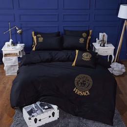 Edredón de marca online-Todo el algodón bordado diosa traje de cama 4 unids alta calidad marca de moda sábanas establece Nordic Boutique duvet cubierta traje