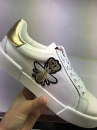 Wholesale Fabric Butterflies - 2018 hot new top quality men women luxury brand sneaker shoes mens designer Walking shoes embroidery butterfly white