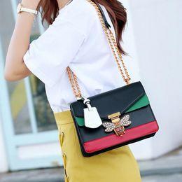 2018 Mujeres empalme de color Bolsas de abeja pequeña Moda Diseñador de la cremallera Bolso Casual Messenger Bag Nueva Sac Femme desde fabricantes
