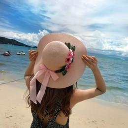 Verano hecho a mano flor de ganchillo sombrero de paja protección UV para  mujer arco Sun Hat encaje Beach Cap Sunhat niñas dulce vacaciones  accesorios ... 39d0259b50e