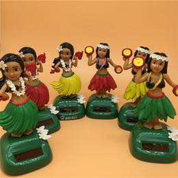 Painéis solares para brinquedos on-line-Bonecas solares Havaí Saia Grama Meninas Automaticamente Balançando Brinquedos Dançando Home office decoração Painel de Instrumentos do carro Painel de Bonecas