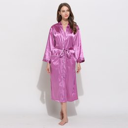 Женские одежды онлайн-Unisex Satin Robes Couples Silk Bathrobe Female Wedding Bride Bridesmaids Robes Women Night Dressing Gown Men Comfort Nightgown