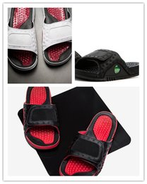 Wholesale med designs - 2018 Wholesale high quality men 13 VI Rubber Hydro Slippers New design red white rubber summer huaraches Slipper with Box size 7-11