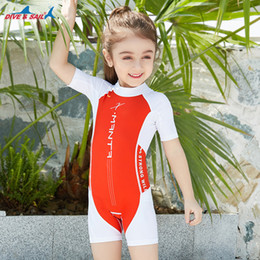 Swimwear uv online-Costume da bagno per bambini costume intero Costume da bagno costume da bagno costume da bagno surf tuta ignifuga Salopette posteriore con cerniera Shorts Bambina bambino Costume intero