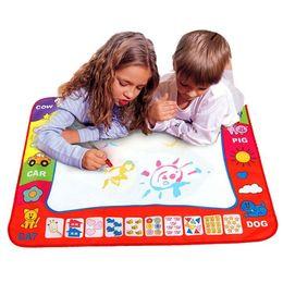 Аква маты онлайн-Детские игрушки для рисования Aqua Doodle Mat Magic Pen Обучающие игрушки 1 Mat + 2 Water Pen Pen