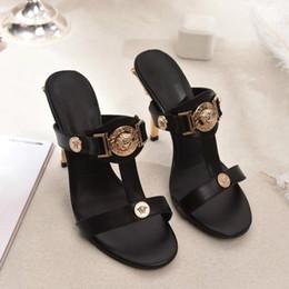 2019 sandales en caoutchouc blanc Nouveau stiletto chaussures de mode en cuir sauvage sandales confortables designer top luxe chaussures pour femmes modèles