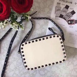 2019 bolsa amarilla de la cámara 2018 Nuevo bolso de la manera ShoulderBag Lady Bag Gold Rivet Bolsas para el Día de San Valentín Camera Bag Embrague Pequeña caja en blanco Nude Red Wine Brown Colors