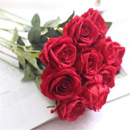 rose rosse fiore artificiale Sconti Decorazione floreale di cerimonia nuziale Rose bianche artificiali Fiore di seta rosso vino rosso nozze fiori finti bouquet per la decorazione domestica