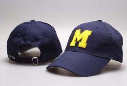 i tappi a snapback blu Sconti New Caps Michigan Wolverines 2018 College Football Snapback Hats Cap Blu e Khaki Color Team Cappelli Mix Match Ordine All Caps all'ingrosso