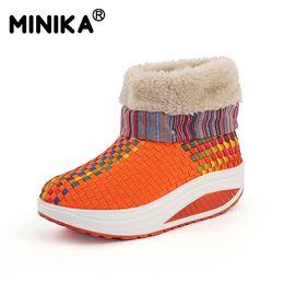 Balanço de veludo on-line-Minika Inverno Mulheres Botas De Neve Com Pele Quente Ankle Boots Tênis Ao Ar Livre Emagrecimento Andando Plataforma Cunhas De Veludo Sapatos de Balanço