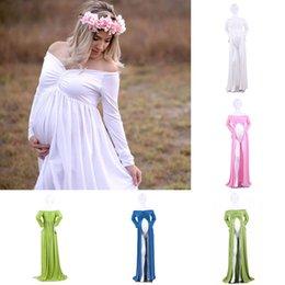 kleider schwangere frauen Rabatt Schwangere Frauen Schulterfrei V Kragen Kleid elegante Mutterschaft Kleid Split Front Fotografie Kleid für Fotoaufnahme Frauen Langes Kleid C4498