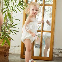 Camisa branca casual on-line-Mikrdoo Casual Rompers Da Menina Branca Verão Infantil Baby Girl Flor Rendas Borboleta Mangas Romper Doce Roupa Princesa Roupas