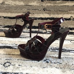 0e9a1a8d7d Mais novo 2018 design de marca de luxo de Couro Mulheres Sandálias Stud  Slingback Bombas Senhoras Sexy de Salto Alto 12.5 cm Moda rebites sapatos  banquete ...