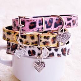 collari rosa piccoli cani Sconti Collari per cani leopardati per cani di piccola taglia giallo rosa bianco moda PU piombo con strass cuore animali domestici per cucciolo chihuahua Yorkie