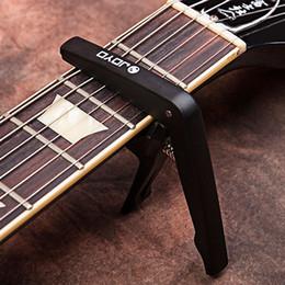 JOYO свет профессиональный Капо с выбором для струны акустическая электрогитара Капо быстрая смена зажим ключ пластиковая сталь для акустической электрической supplier guitar clamp capo от Поставщики гитарный зажим capo