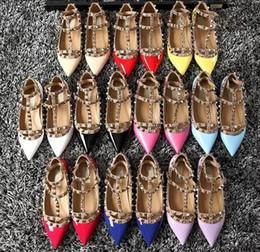 Argentina Mujeres talones planos zapatos de vestir remaches chicas sexy plataforma punta estrecha hebilla bombas zapatos de fiesta de boda color máximo supplier sexy girl dress shoes Suministro
