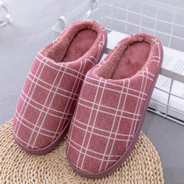 f726cb3624a0 Les femmes ajoutent des pantoufles de coton de laine chaussures d hiver au  chaud à la maison portent des chaussures appartements plaid imprimé  pantoufles en ...