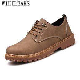 a5c623da7 Diseñador de marca de lujo clásico hombre zapatos de vestir de punta  redonda para hombre de cuero de gamuza zapatos de boda negro plataforma  Oxford Formal