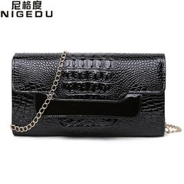 Wholesale White Patent Clutch Bag - NIGEDU Brand Crocodile clutch purse Luxury Party evening bags Patent Leather Shoulder Bag for women Chain Messenger Bag Clutches