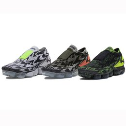 Wholesale m catch - Cool VaporMax Moc 2 Camouflage Graffiti Jogging Shoes Fashion Design Eye-catching Sports Sneakers Three Colors